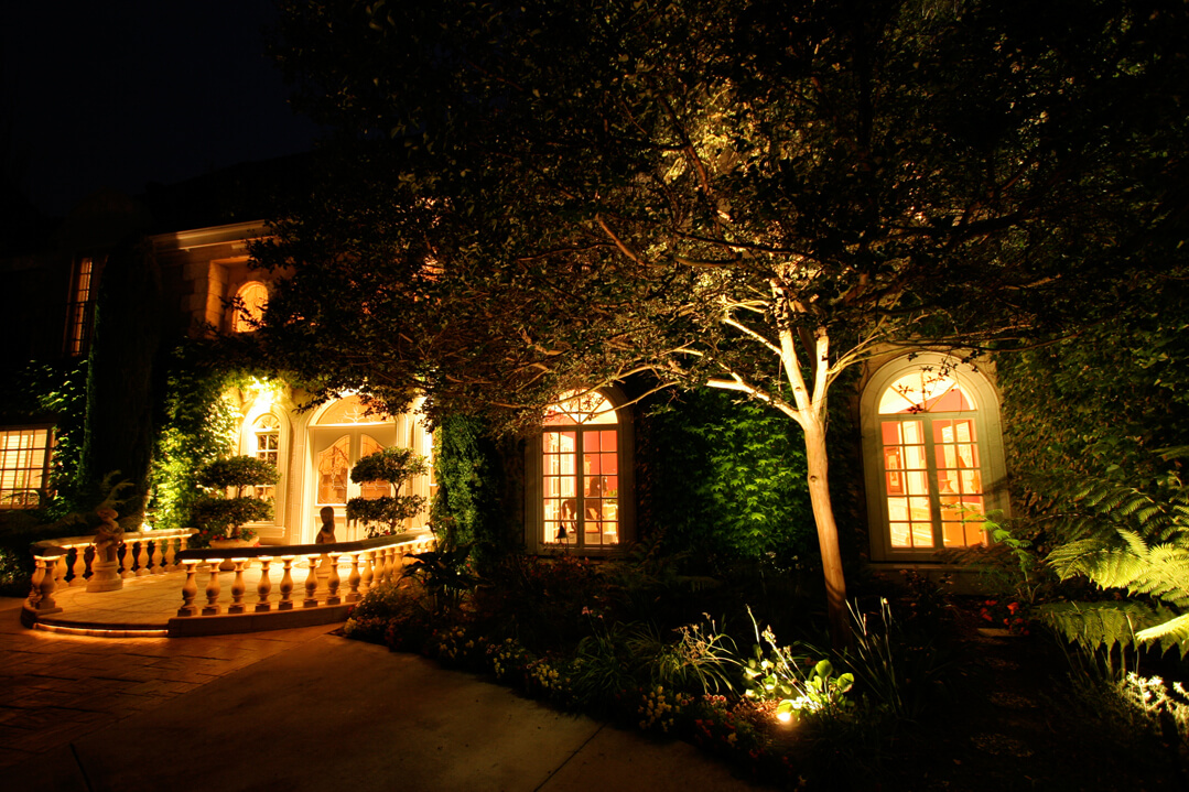 Outdoor landscape lighting